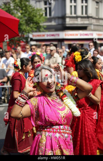 Berlin, Germany, June 8th, 2014: Dancer groups celebrate the Carnival oOf Cultures. - Stock-Bilder