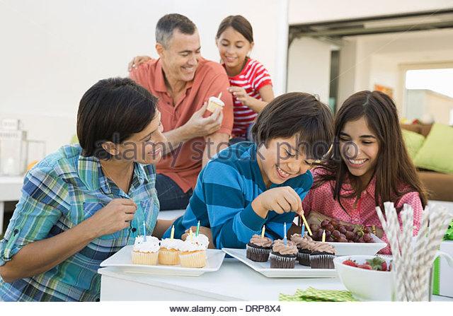 Family enjoying birthday party - Stock-Bilder