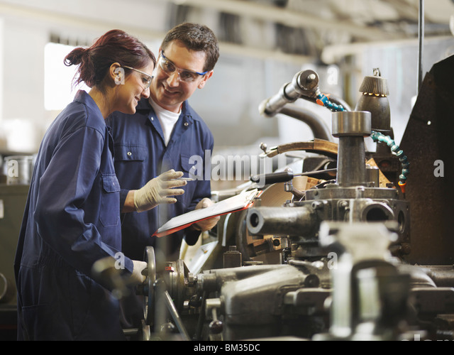 Engineer Teaching Female Apprentice - Stock-Bilder