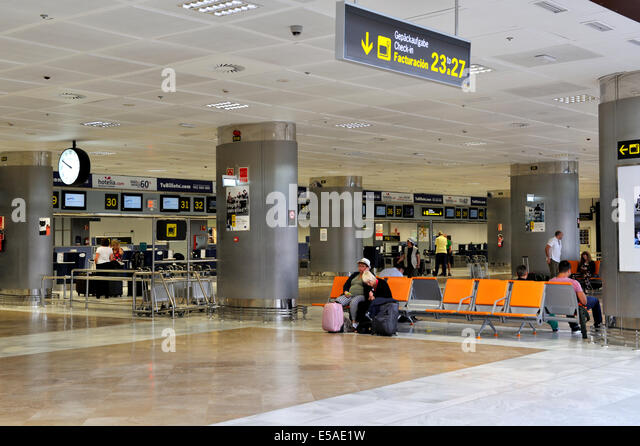 arrivals area stock photos arrivals area stock images alamy