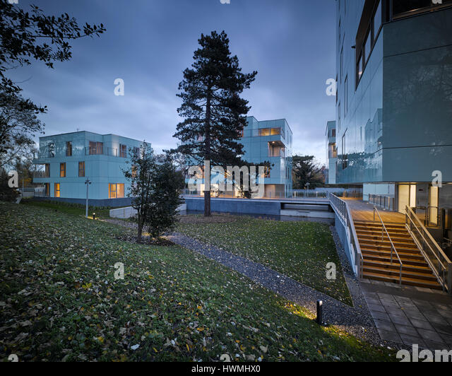 Dusk view of exterior showing light and landscape. Dunluce Apartments, Ballsbridge, Ireland. Architect: Derek Tynan - Stock-Bilder