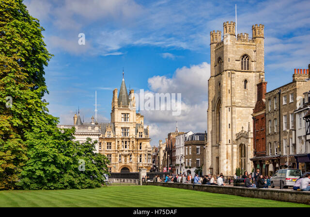 Kings Parade, Cambridge, in early autumn. Great St Mary's Church, Trinity College, the Senate House and Kings - Stock Image