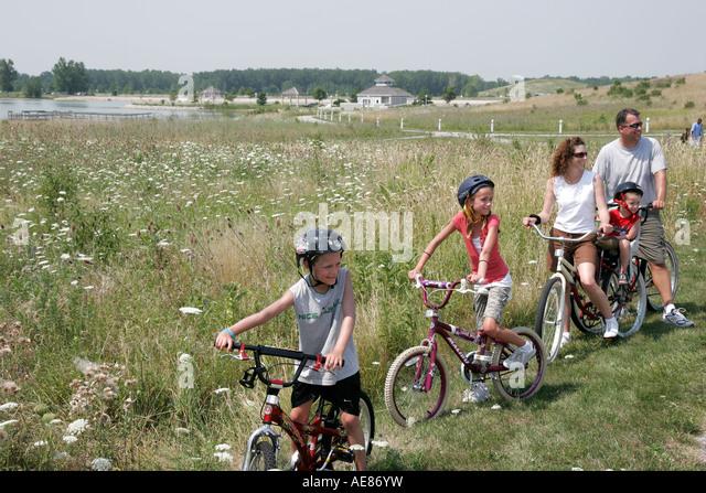 Toledo Ohio Oregon Maumee Bay State Park family bicycles - Stock Image