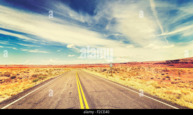 Retro vintage old film style endless country highway in USA, travel adventure concept. - Stock-Bilder