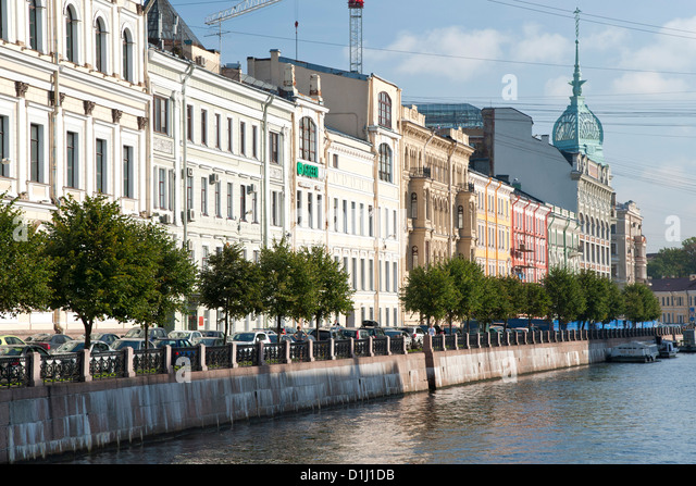 Buildings along the Moika River in Saint Petersburg, Russia. - Stock Image