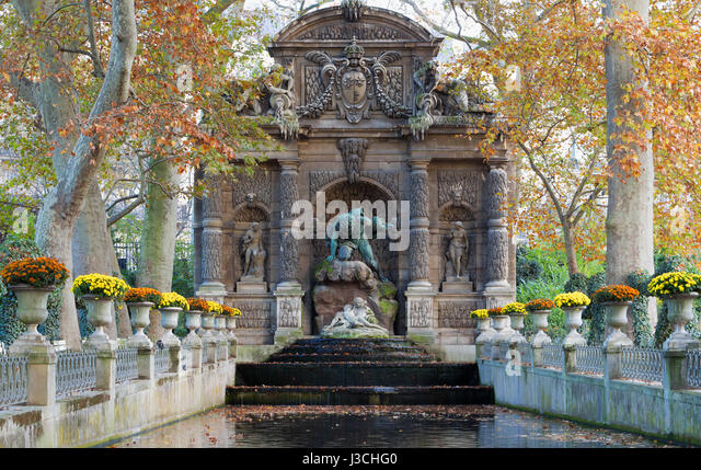 Fontaine de medicis stock photos fontaine de medicis stock images alamy - Fontaine jardin du luxembourg ...