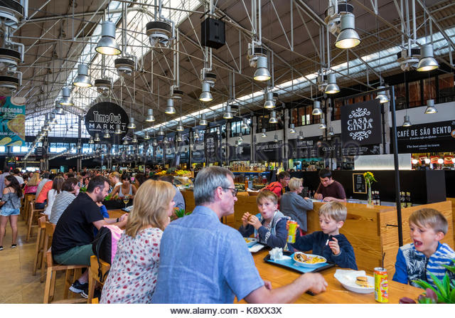 Portugal Lisbon Cais do Sodre Mercado Da Ribeira Time Out Market market hall food court dining tables crowded busy - Stock Image