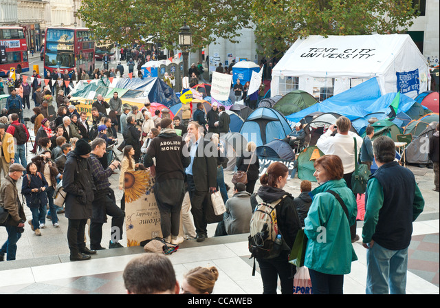 Occupy St Pauls London. Visitors and occupiers mingling at the tented occupation with Tent City University in the - Stock Image