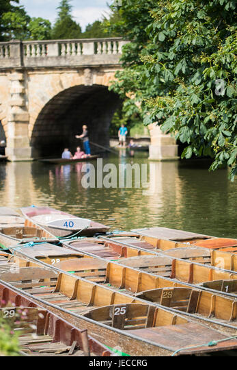 Boating In Punts On River Cherwell In Oxford - Stock Image