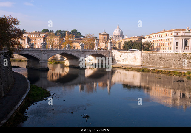 River Tiber and Ponte Vittorio Emanuele II, Rome, Italy - Stock Image