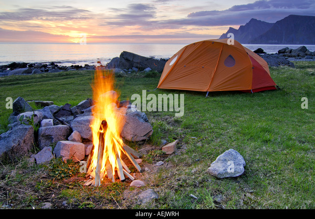 Campfire with tent, midnight sun, Austvagoy, Lofoten, Norway, Scandinavia, Europe - Stock-Bilder