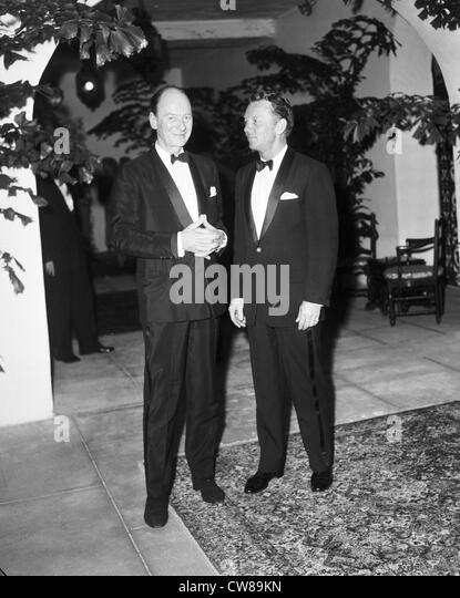 British actor John Geilgud poses with John Lane at the Everglades Club, Palm Beach, Florida, ca 1960 - Stock Image