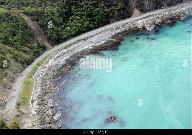 Kaikoura. 14th Nov, 2016. Aerial photo taken on Nov. 14, 2016 shows the damaged highway near the town of Kaikoura, - Stock Image