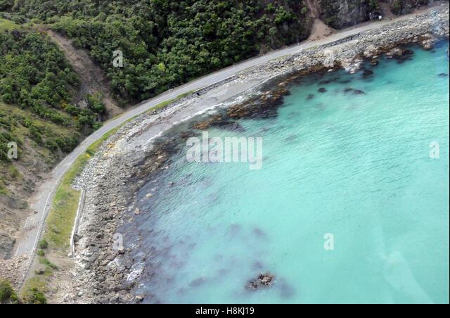 Kaikoura. 14th Nov, 2016. Aerial photo taken on Nov. 14, 2016 shows the damaged highway near the town of Kaikoura, - Stock Image