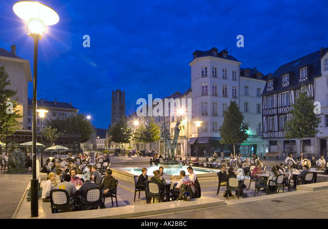 french cafes and normandy stock photos french cafes and normandy stock images alamy. Black Bedroom Furniture Sets. Home Design Ideas