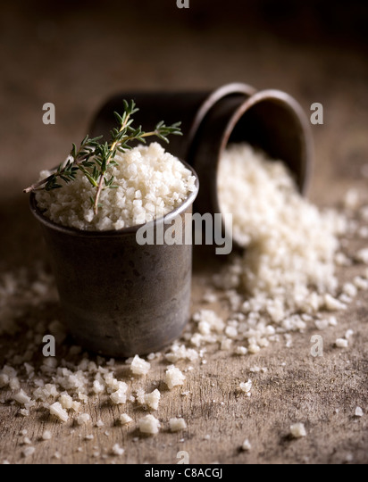 Metal pot of coarse salt - Stock-Bilder