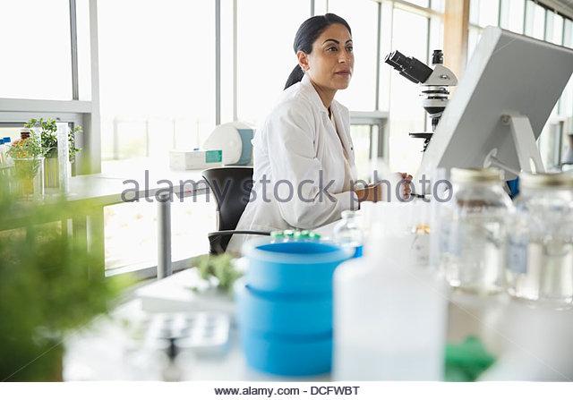 Female botanist working in laboratory - Stock Image