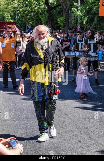 Kreuzberg, Berlin, Germany, 24th May 2015. Bearded old man in colourful attire Berlin celebrates its cultural diversity - Stock-Bilder