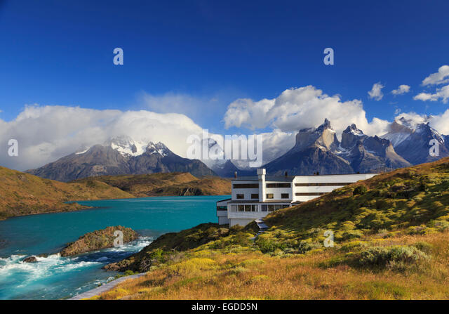 Chile, Patagonia, Torres del Paine National Park (UNESCO Site), Cuernos del Paine peaks and Luxury Hotel Explora - Stock Image