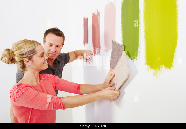 Couple looking at carpet samples. - Stock-Bilder