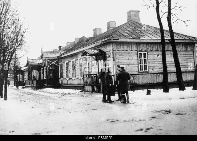 9 1917 12 15 A1 15 Brest Litowsk Conference build Photo World War 1 1914 18 Russian German armistice of Brest Litowsk - Stock-Bilder