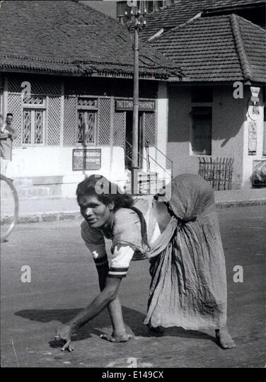 Apr. 17, 2012 - They Call Her The ''Ape Woman'' Of Poona: This horribly paralysed woman often seen - Stock-Bilder