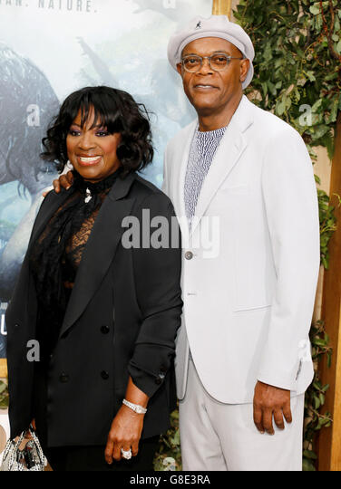 Hollywood, California, USA. 27th June, 2016. Samuel L. Jackson and LaTanya Richardson at the Los Angeles premiere - Stock-Bilder