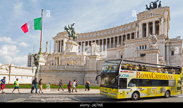 Rome, Italy.  Rome tour bus in front of the Vittoriano.  Monumento a Vittorio Emanuele II. - Stock Image
