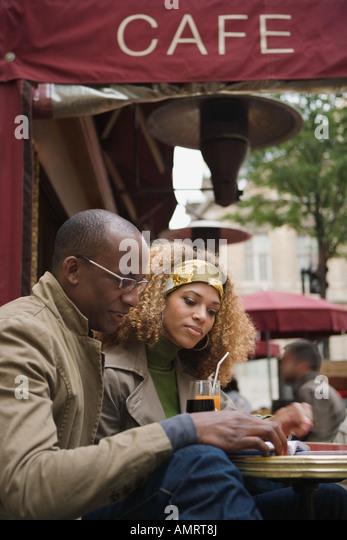couple, drinking, outdoor, cafe, paris, france, - Stock-Bilder