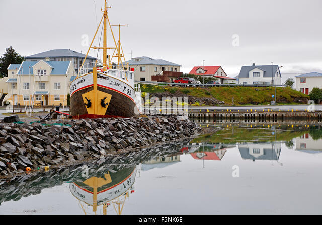 Boat and colorful houses, harbor, Hofn, Iceland - Stock-Bilder