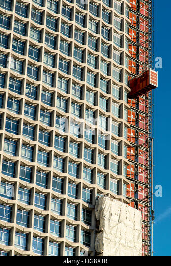 London's iconic building Centre Point being refurbished. - Stock Image