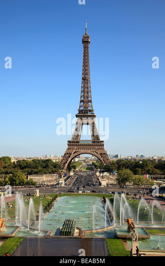 Eiffel Tower and Trocadero Gardens in Paris, France - Stock Image
