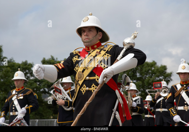 marching band leader essay Fiction essay follow/fav lessons in marching band by: xxmusicx4xlifexx without leadership, without leaders, you have no marching band confidence.