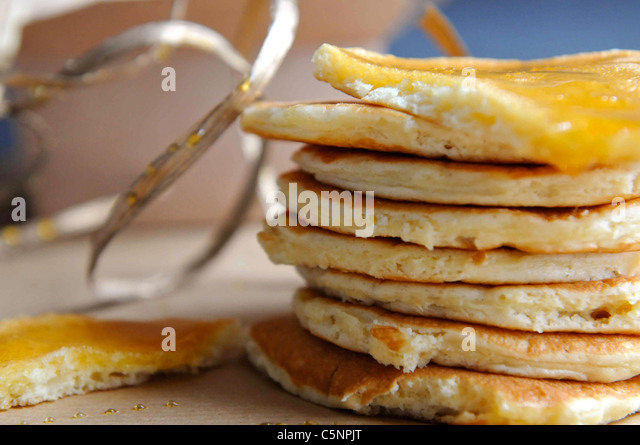 Pancakes with marple syrup - Stock-Bilder
