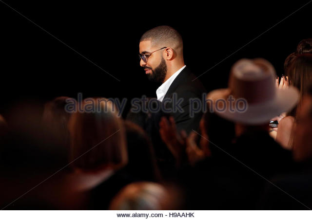 Recording artist Drake walks to the stage to accept the Favorite Artist - Rap/Hip Hop' award during the 2016 - Stock-Bilder