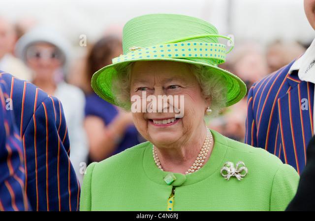 Her Majesty Queen Elizabeth II dressed in green hat and coat. JMH5005 - Stock Image
