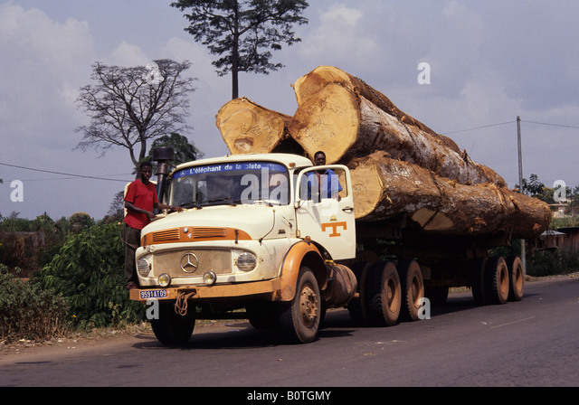 Western Ivory Coast, Cote d'Ivoire, West Africa. Logging truck - Stock Image