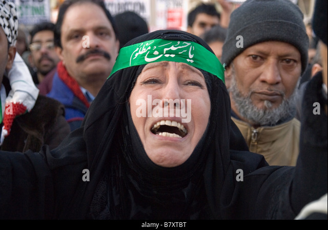 PALESTINIAN WOMAN CRYING ,DURING THE DEMO AGAINST ISRAEL'S OCCUPATION IN GAZA - Stock Image