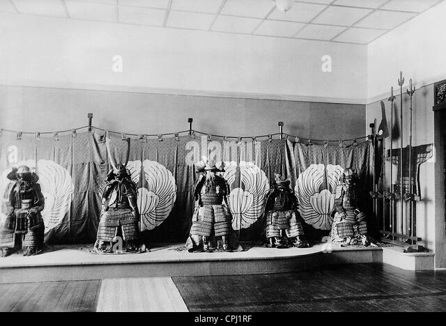 Samurai armor in an exhibition of the Berlin Museum of Arts and Crafts, 1937 - Stock-Bilder