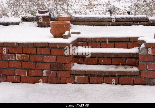 how to fix a falling brick wall