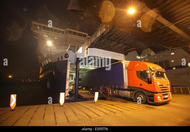 ferry england france night stock photos ferry england france night stock images alamy. Black Bedroom Furniture Sets. Home Design Ideas