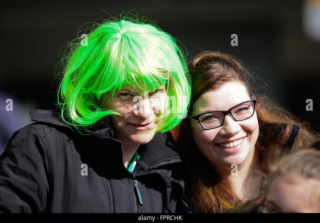London, UK. 13th March, 2016. Thousands take part in St Patrick's Day Parade and festivities in Trafalgar Square - Stock-Bilder