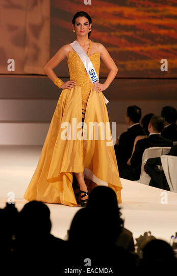 Tokyo, Japan. 11th Nov, 2014. Miss Spain Rocio Tormo Esquinas.  Miss Spain Rocio Tormo Esquinas walks down the runway - Stock-Bilder