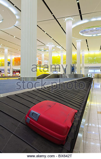 Carousel in the Arrivals Hall, Terminal 3, Dubai International Airport, Dubai, United Arab Emirates, Middle East - Stock-Bilder