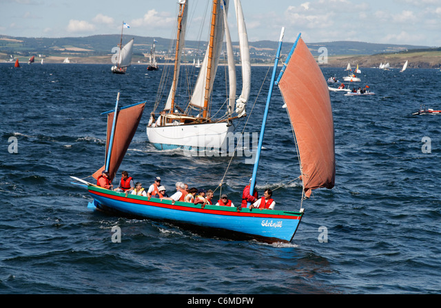 Gig under sail  (Bantry Bay Gig), regatta, bay of Douarnenez, 'Temps Fête'  (Finistère, Brittany, - Stock Image