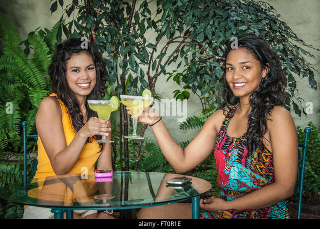 puerto vallarta spanish girl personals Puerto vallarta travel guide, all you need to know before your visit to this great tropical beach destination great and useful tips, fun things to do, top hotels, tours & nightlife, places to eat, nightlife, webcams & more.