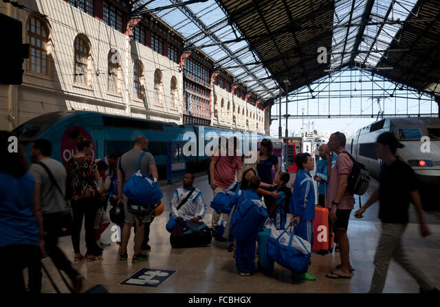 Train station provence stock photos train station for Train marseille salon de provence
