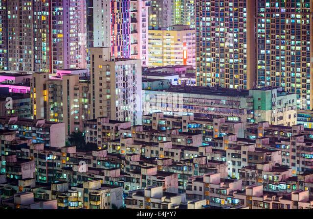 Shenzhen, China city skyline at twilight. - Stock-Bilder