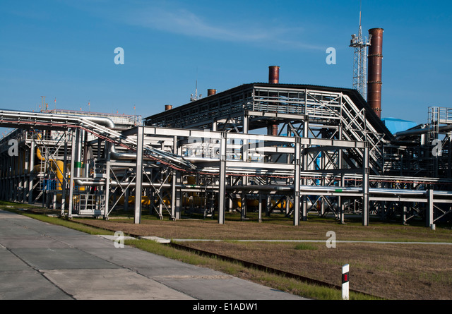 Natural gas exploitation and treatment by Severneftegazprom in the Yuzhno-Russkoye gasfield in Northwest Sibiria - Stock-Bilder
