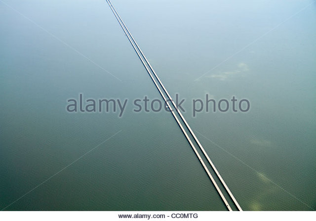 New Orleans Louisiana Lake Pontchartrain Causeway aerial view world's longest bridge perspective line length - Stock Image